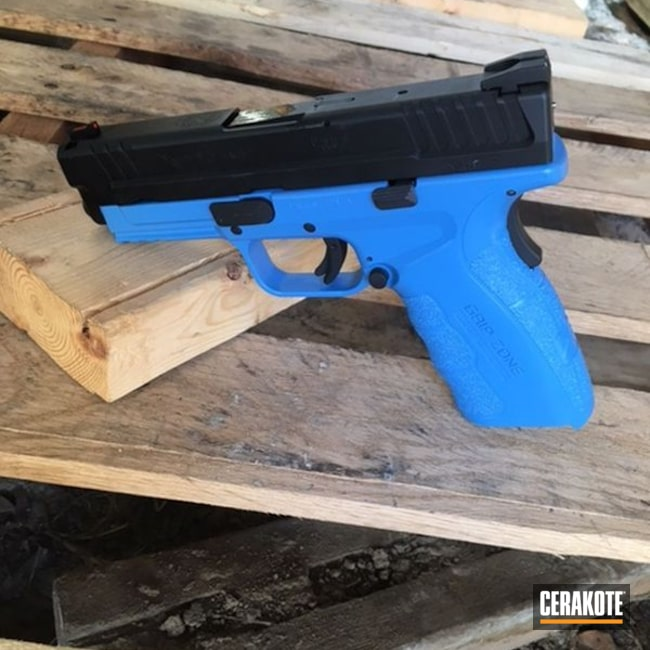 Smaller version of the 1st project picture. Springfield, Two Tone, Pistol, Springfield XD, Armor Black H-190Q, Sea Blue H-172Q, Mod.2, Gripzone