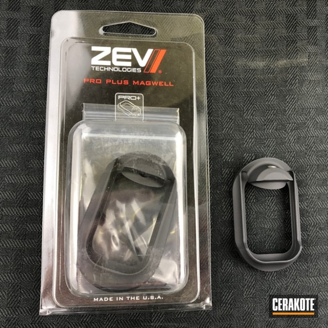 Zev Magwell in Graphite Black and Stone Grey