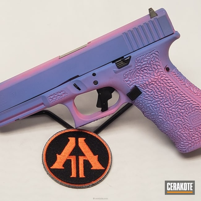 Smaller version of the 1st project picture. Glock, Custom, Glock 17, Pistol, 9mm, Two-Color Fade, Bazooka Pink H-244Q, Pastel Purple H-138Q