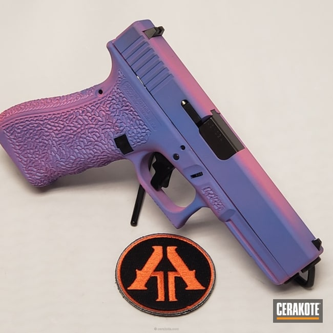 Smaller version of the 2nd project picture. Glock, Custom, Glock 17, Pistol, 9mm, Two-Color Fade, Bazooka Pink H-244Q, Pastel Purple H-138Q
