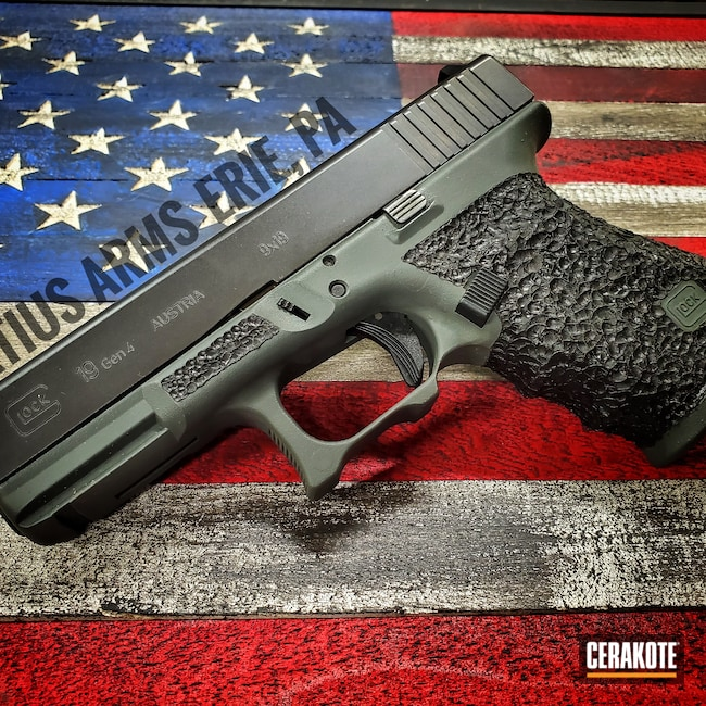 Cerakoted: SHOT,Glock 19,Custom,Graphite Black H-146,Glock,SIG™ DARK GREY H-210