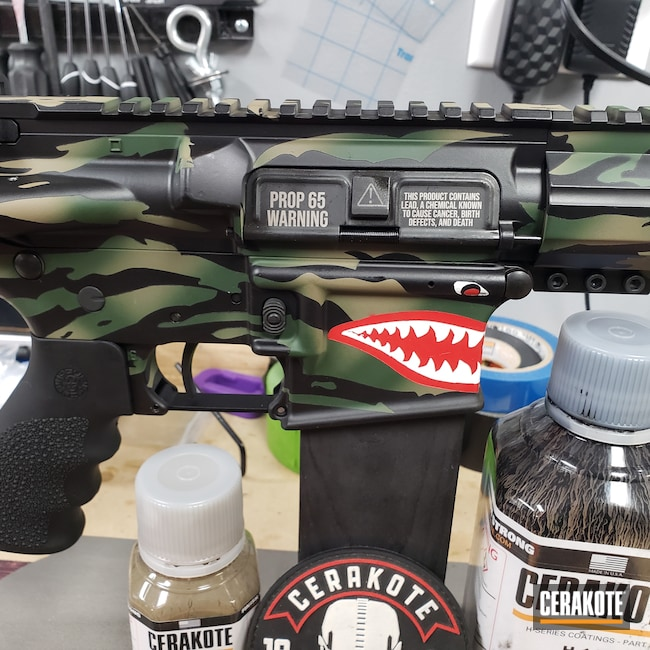 Cerakoted: S.H.O.T,Highland Green H-200,MAGPUL® FLAT DARK EARTH H-267,FIREHOUSE RED H-216,Anderson Mfg.,Woodland Camo,Graphite Black H-146,Stormtrooper White H-297,Camouflage,Custom Camo,AM15
