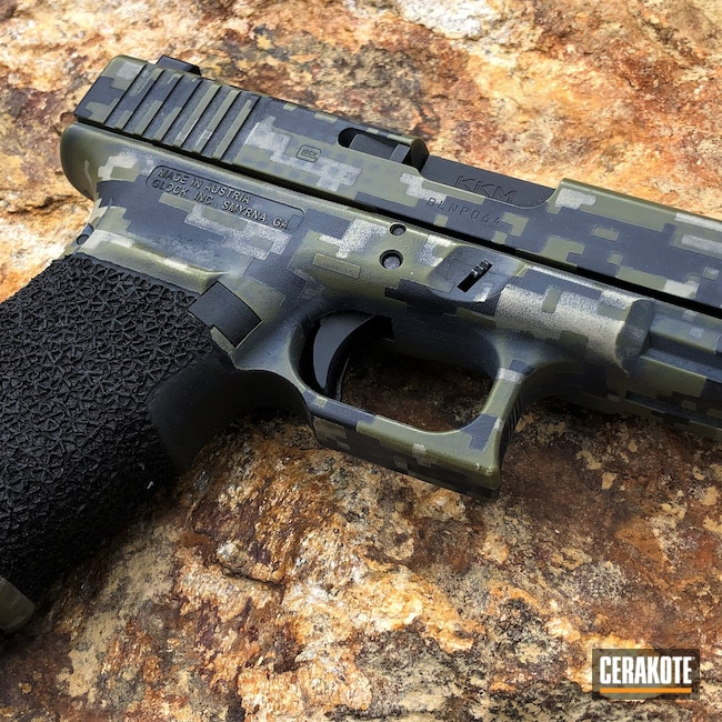 Cerakoted: S.H.O.T,MULTICAM® LIGHT GREEN H-340,Digital Camo,Graphite Black H-146,DESERT VERDE H-256,Glock,Hand Stippled,Glock 20,MULTICAM® DARK GREY H-345