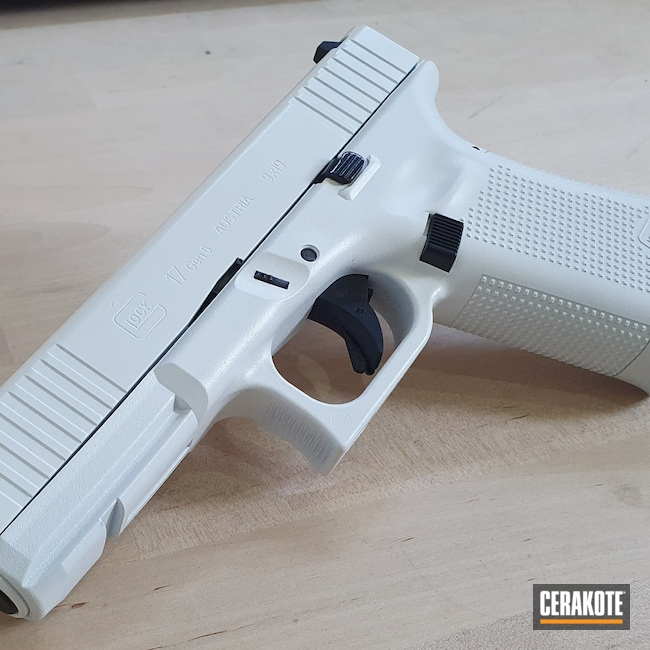 Cerakoted: S.H.O.T,9mm,Glock 17 Gen 5,Stormtrooper White H-297,Glock,Glock 17