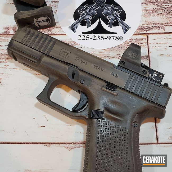 Cerakoted: S.H.O.T,MAGPUL® FLAT DARK EARTH H-267,Graphite Black H-146,Distressed Glock