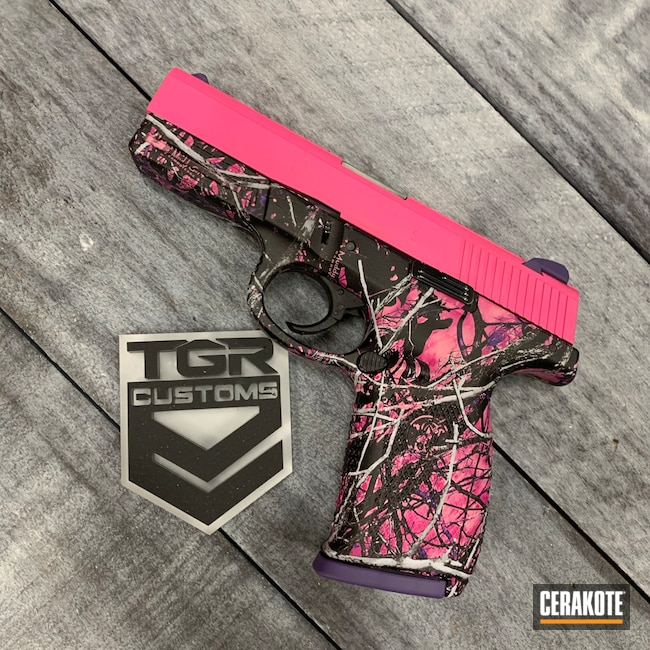 Cerakoted: S.H.O.T,Smith & Wesson,Muddy Girl,Prison Pink H-141