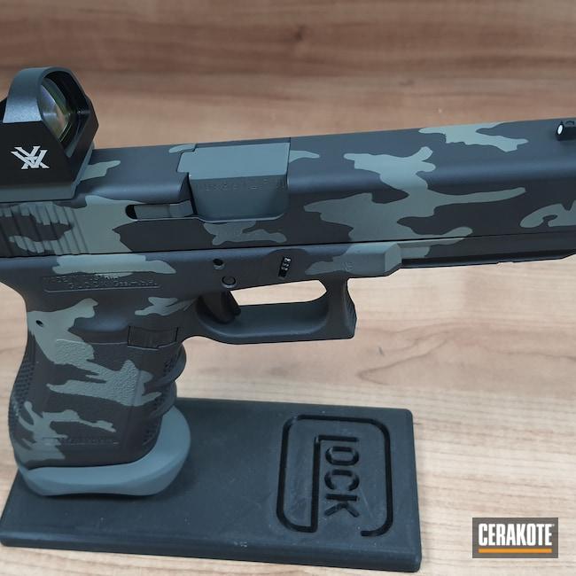 Cerakoted: S.H.O.T,9mm,HAZEL GREEN H-204,Armor Black H-190,Glock 17,SIG™ DARK GREY H-210