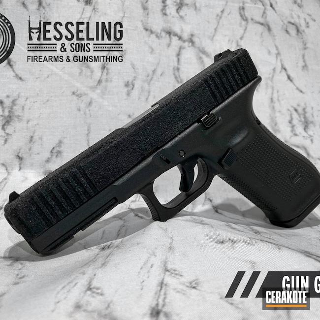 Cerakoted: S.H.O.T,9mm,Tactical Pistol,Textured,Tactical,Grip,Armor Black H-190,Glock,G17