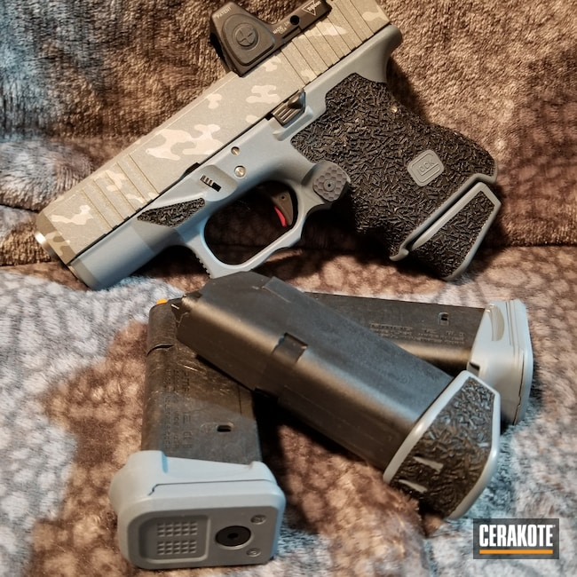 Cerakoted: S.H.O.T,Jesse James Cold War Grey H-402,Snow White H-136,Graphite Black H-146,G26,Tungsten H-237,Crushed Silver H-255,Glock,Custom Camo