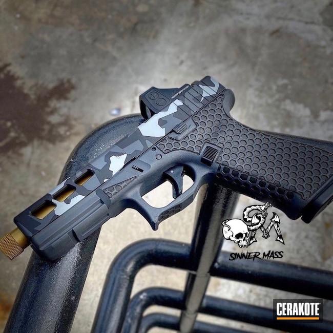 Cerakoted: S.H.O.T,Laser Stippled,Stippled,Pistol,Undercut,Threaded Barrel,Urban Camo,EDC,Handgun,Noveske Tiger Eye Brown H-187,Glock 19,9mm,Sniper Grey H-234,MultiCam,BATTLESHIP GREY H-213,Glock,Geometric Camo,Urban Multicam
