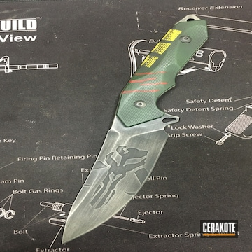Boba Fett Themed Knife Cerakoted Using Crimson, Highland Green And Titanium