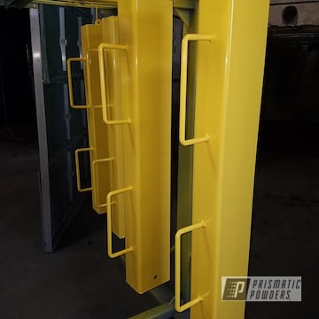 Powder Coated Posts In Ral 1018