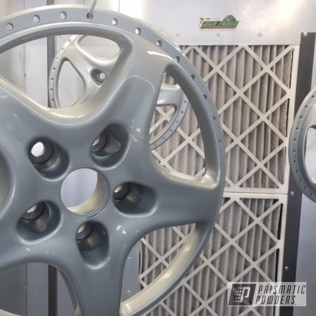 "Powder Coating: Wheels,Porsche Silver PMS-0439,Automotive,Clear Vision PPS-2974,18"",Aston Martin,18"" Wheels"