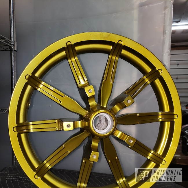 Powder Coating: Harley Davidson,Tinted Clear PPB-5633,2 Color Application,Illusion Gold-(Discontinued) PMB-10045,Motorcycles,Harley,Front Wheel,Illusion Gold and Tinted Clear,Road King