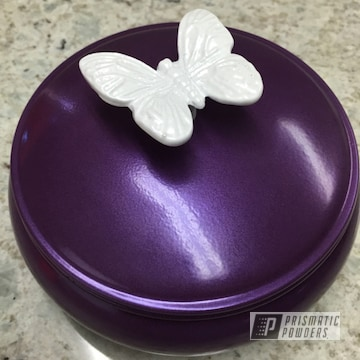 Butterfly Trinket Box Coated In Pearlized White Ii With Plum Lilac