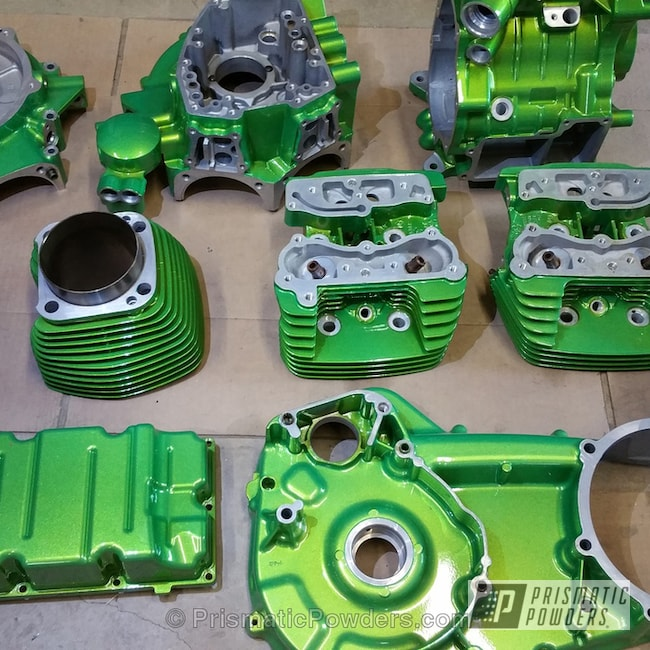 Powder Coating: Clear Vision PPS-2974,Green,Illusion Sour Apple PMB-6913,powder coated,Motorcycles,Harley,motor,Illusions