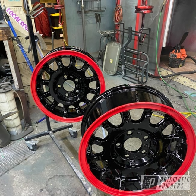 "Powder Coating: Automotive,Town Car,Ford Wheels,Two Toned Wheels,17"" Aluminum Rims,GLOSS BLACK USS-2603,Aluminum,Astatic Red PSS-1738,Five Lug Ford Wheels,Lincoln Town Car"