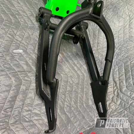 Powder Coating: Kawasaki,Motorcycle Frame,Bright Green PSB-5945,Super Grip Black PTB-6419,Motorcycles,Frame
