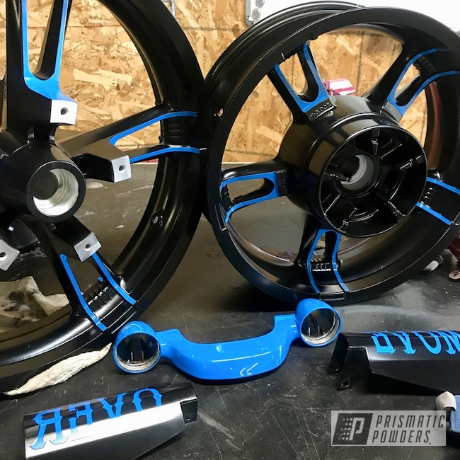 Powder Coating: Matt Black PSS-4455,Harley Davidson,Powder Coated Parts,Playboy Blue PSS-1715,Two Tone Wheels,Black and blue,Motorcycles,Custom Powder Coated Parts