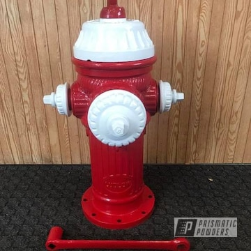 Powder Coated Red And White Fire Hydrant
